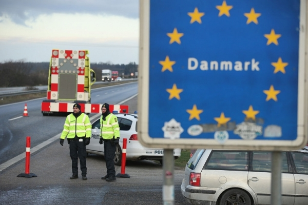 Denmark re-introducing border controls photo